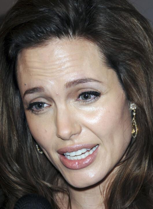Angelina Jolie-trikset er å gi den du snakker med 100 prosent oppmerksomhet, med både kroppsspråk, berøring og blikk. Foto: All Over Press