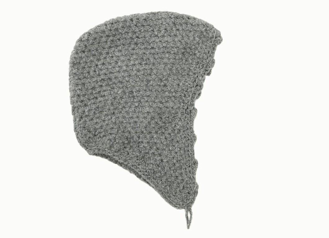Grå strikket kyse (kr 570, Nygårdsanna).
