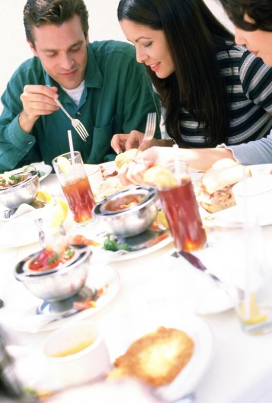 Mat nyte best med gode venner. Å opparbeide seg gode relasjoner er viktig.
