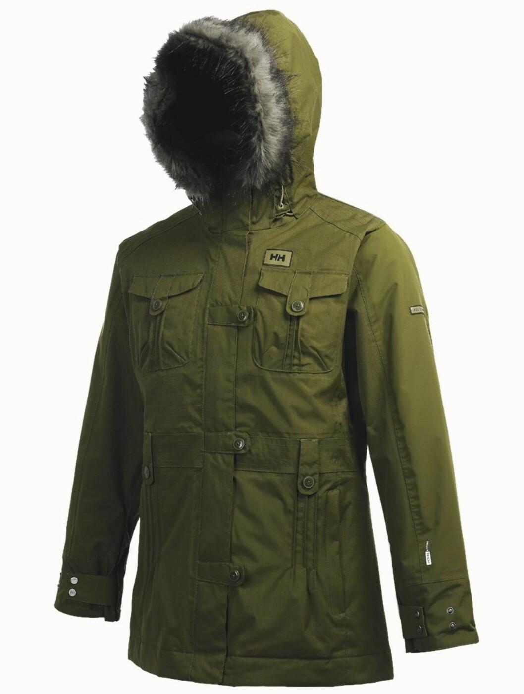 Fôret vinterjakke med pelskantet hette (kr 2500, Helly Hansen).