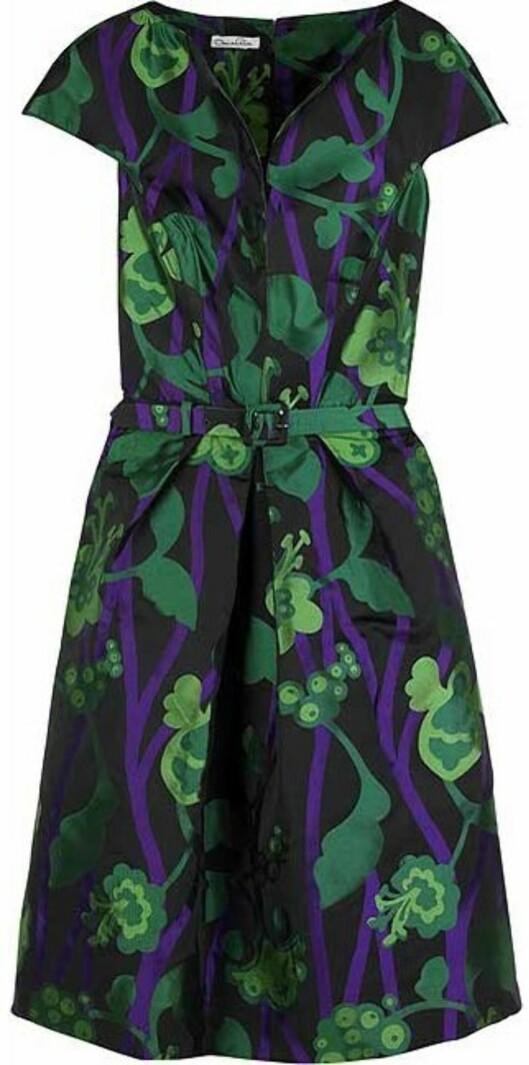 Blomstrete silkekjole i grønt og lilla fra Marc Jacobs (nedsatt fra 10.100 til 5.475 kroner, netaporter.com).