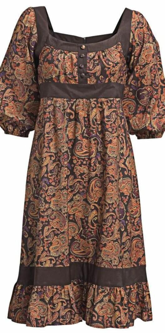 Kjole med trykt mønster og 3/4-erme med rynker (nedsatt fra 350 til 200 kroner).