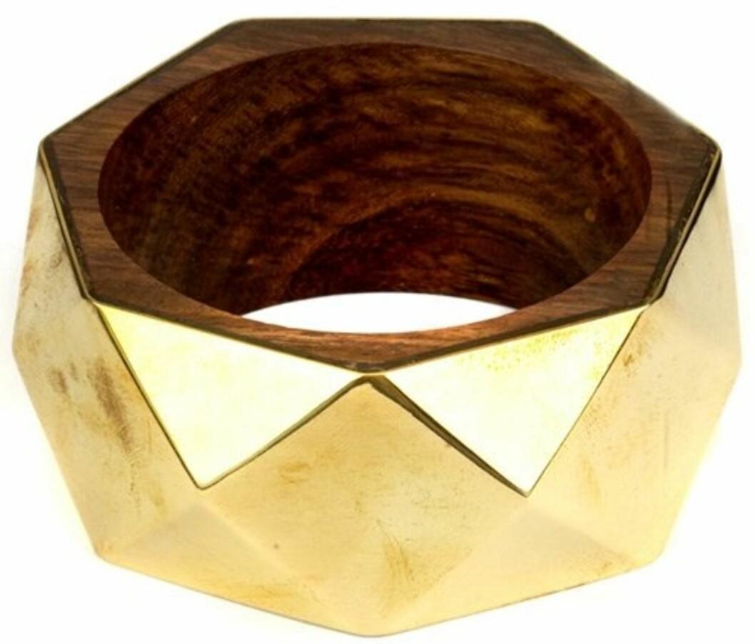 Bredt armbånd i gull og hexagon-mønster (ca kr 100, Accessorize).