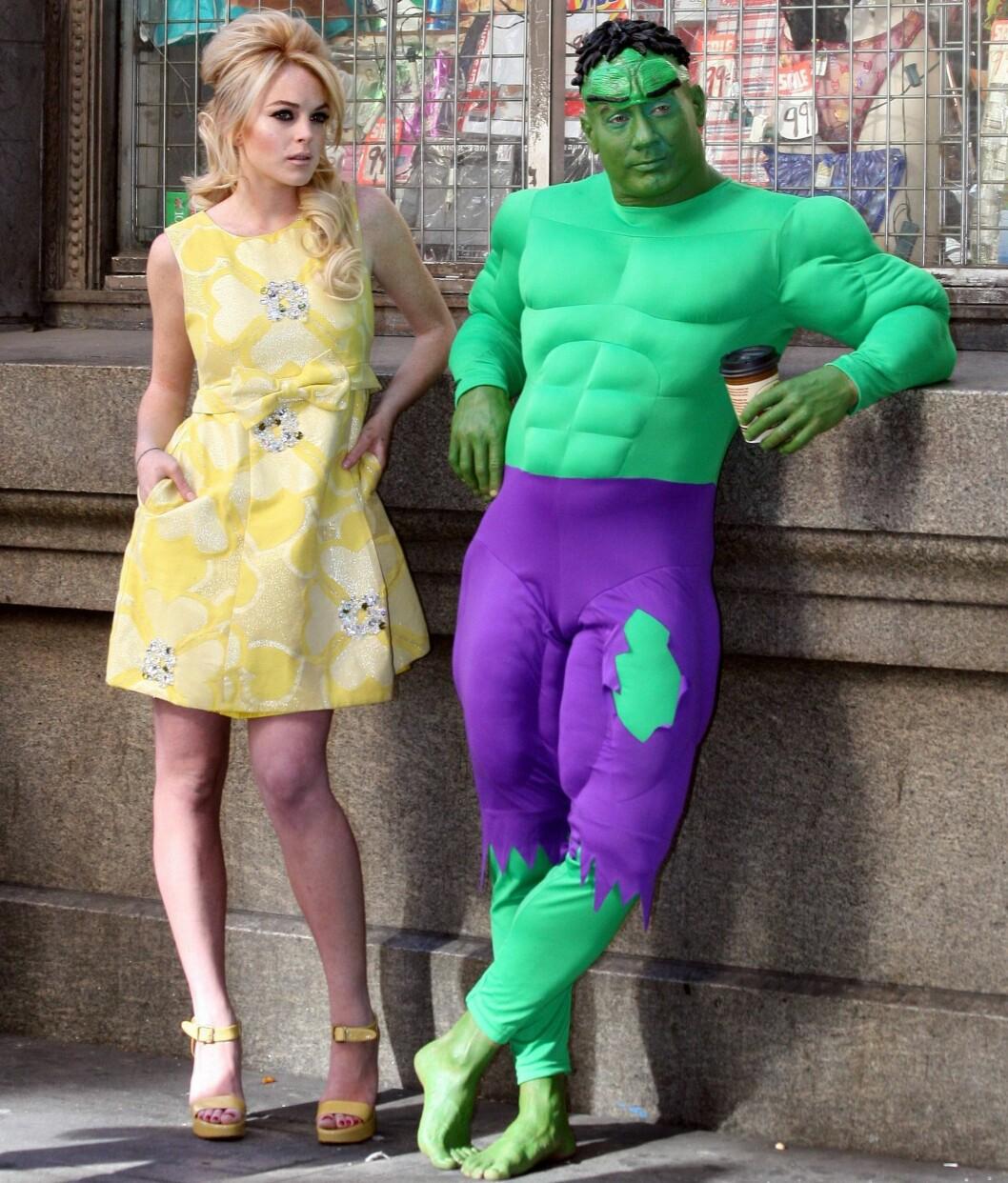 50-tallsbaben Lindsay og Hulk kulern på gatehjørnet.
