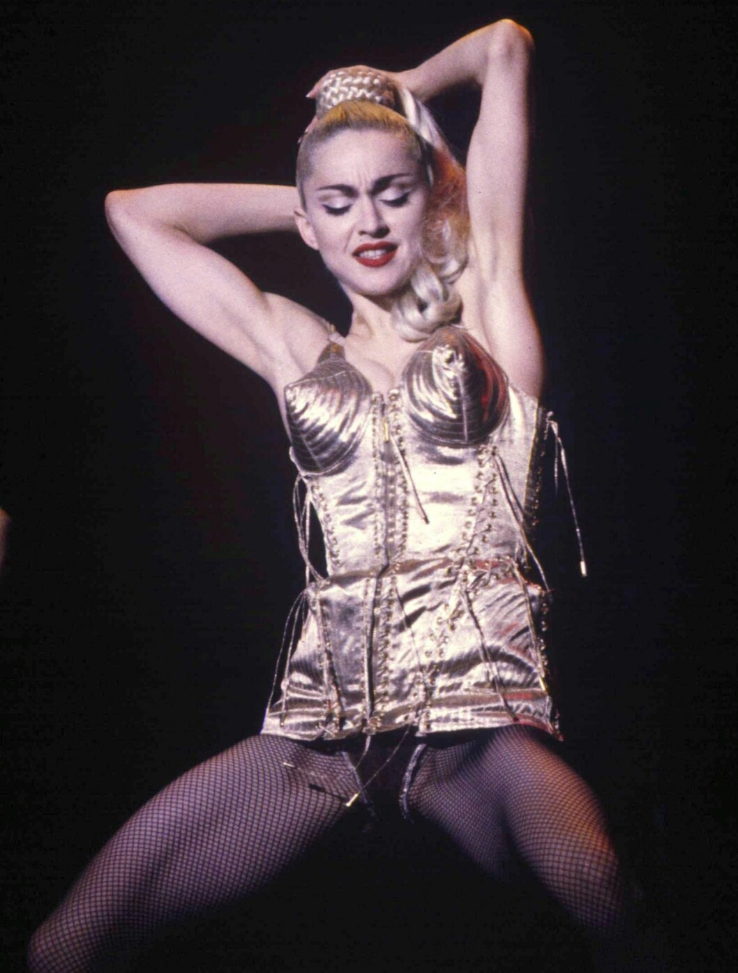 Madonna turnerte verden rundt i 1990 med sin «Blond Ambition World Tour». Her fikk fansen høre hits som «Like a Virgin», «Papa Don't Preach» og «Vogue».