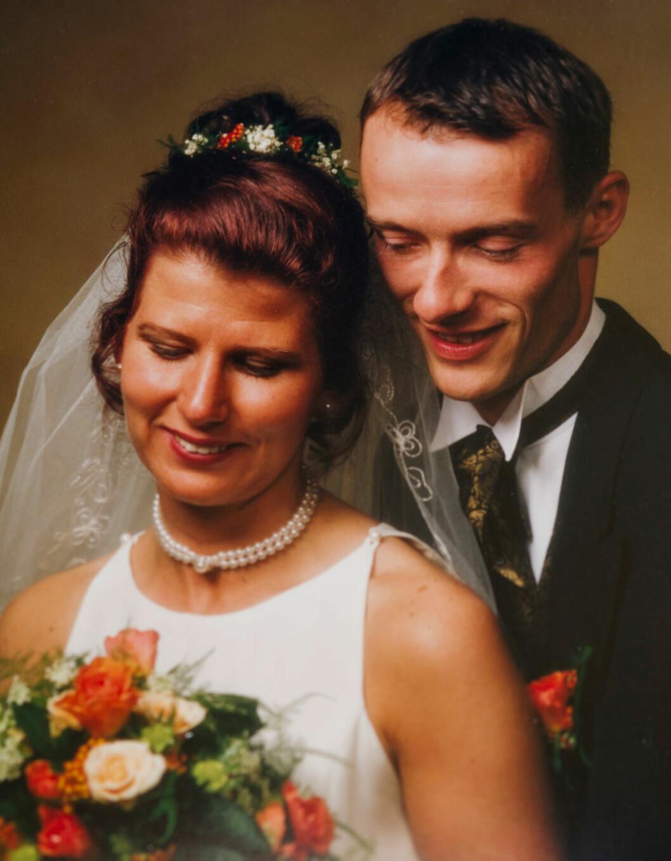 BAUTAEN: Kenneth har vært en støttespiller hele livet. - Vi er motsetninger. Han er rolig, mens jeg er energisk, men vi utfyller hverandre på en god måte, sier Anja. Paret giftet seg 21. august 1998.