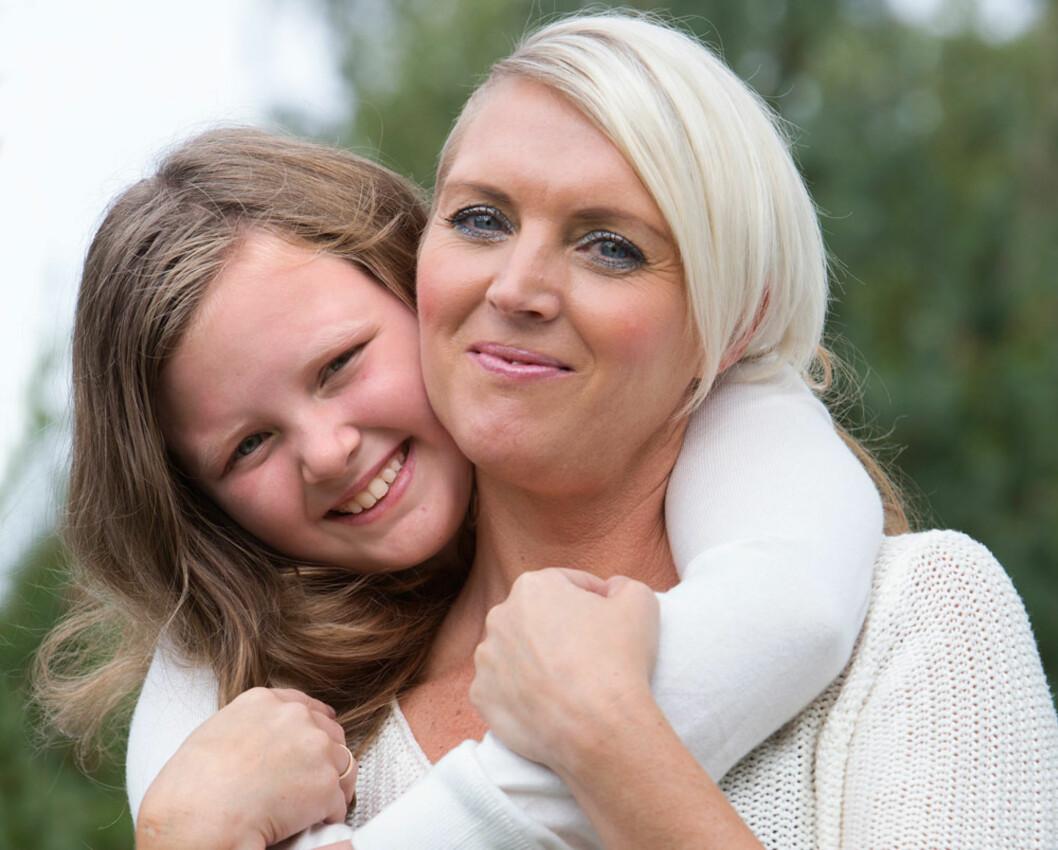MOR OG DATTER: Inger er en dame med mange ressurser. Da Julie ( nå 10) ble alvorlig syk, og Inger så mangelen på barnehage- og aktivitetstilbud, startet hun en møysommelig jobb for å få i gang noe. Innsatsen ga resultater.