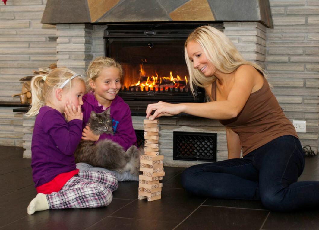 BARNA I SENTRUM: Etter at Heidi selv fikk barn, har hun vært bevisst på sin oppførsel overfor barna. Hun vet at hun som mor har stor påvirkningskraft på deres liv senere. Her er hun med Nathalie (4) og Michelle (8).
