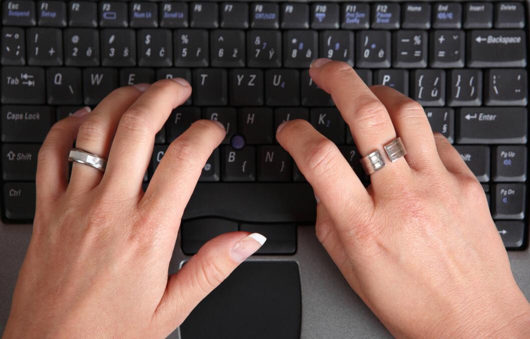 RENGJØR DU RINGENE?: Det kan være lurt å ta av ringene og rengjøre de i blant. De kan nemlig huse mye skitt og bakterier.  Foto: Getty Images/iStockphoto