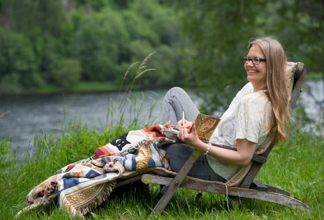 AVKOBLING: Anne-Helene trekker seg ofte tilbake på hytta i Larvik når hun trenger å slappe av. Her finner hun ro og hvile.