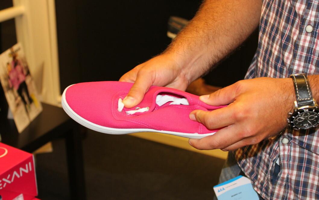 OPPBEVARING ER VIKTIG: Myrvold anbefaler at du helst legger skoene i en skoeske for vinteren, slik at de ikke blir helt sammenklemt.  Foto: Tone Ruud Engen