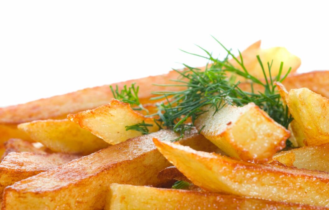 TRENGER IKKE VÆRE VANSKELIG: Det beste er naturligvis å lage pommes frites selv, men hvis du skal spise ute finnes det også triks som sparer deg for kalorier, fett og salt.  Foto: Thinkstock.com