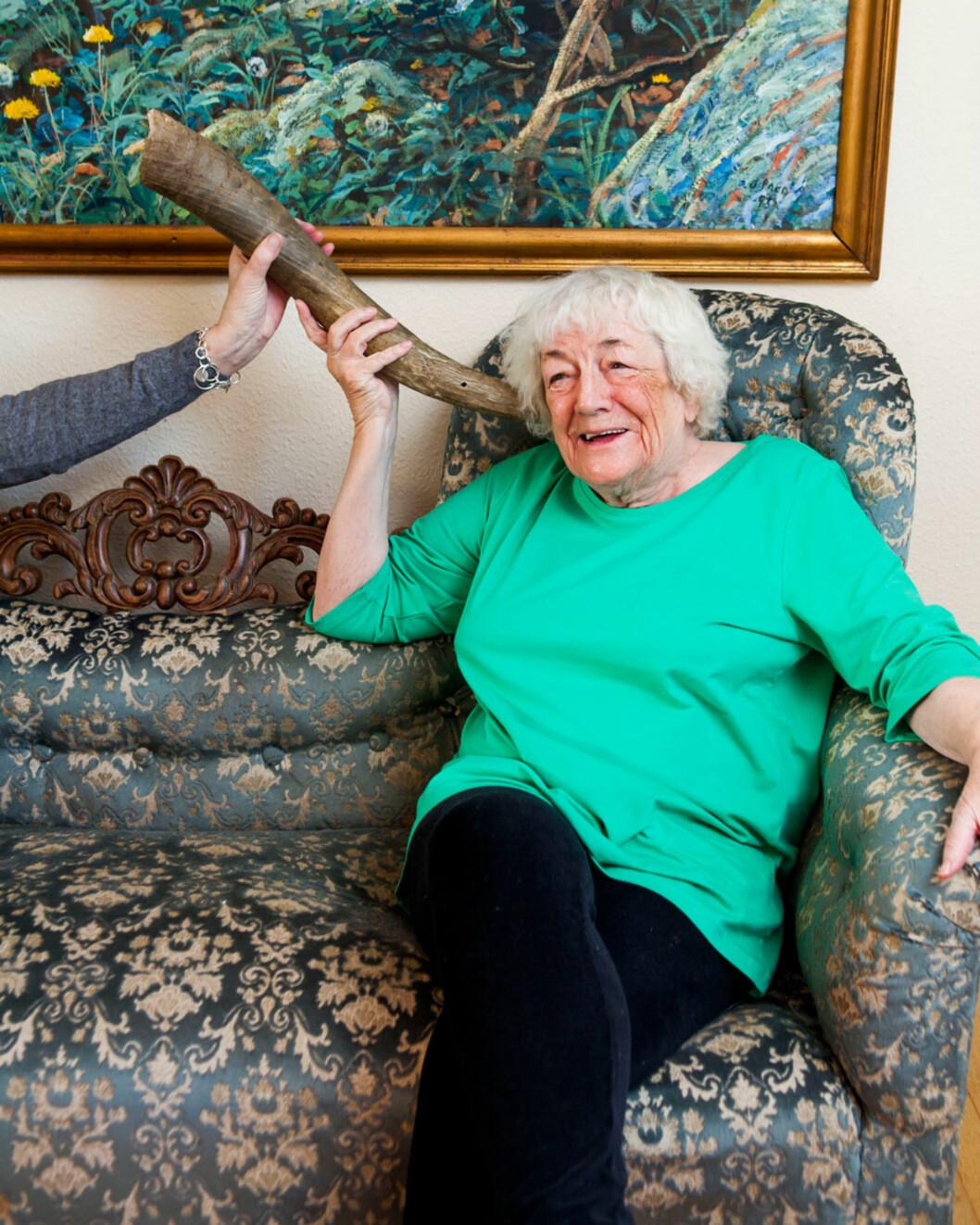 Margit har lenge nektet å la seg styre etter plager som kommer med årene, men hun revurderer å gå til anskaffelse av et lite høreapparat.
