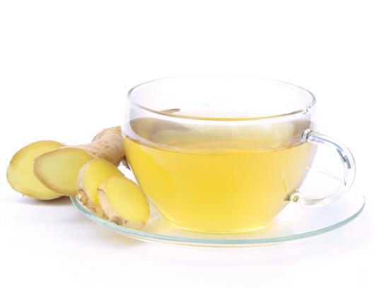 SUNN DRIKKE: Fersk ingefær, kokende vann, litt sitronsaft og en dæsj honning ir den perfekte ingefær-te. Foto: Panther Media