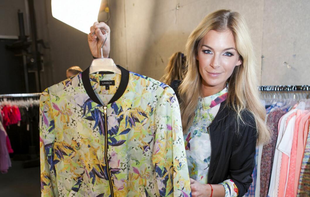 DELER SINE TIPS: Kathrine Sørland - som er fashion advisor for Lindex, viser frem sine favoritter fra kleskjedens vår- og sommerkolleksjon for 2013. Stylingtipsene til hvert av plaggene får du lenger nede i saken.  Foto: Per Ervland