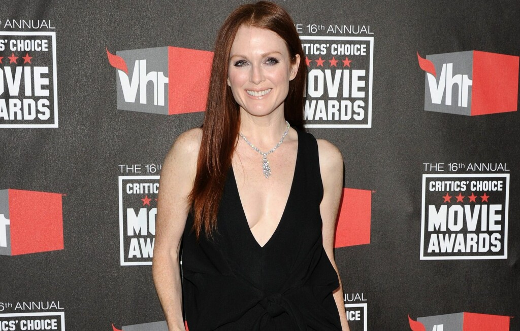 UNGDOMMELIG: Skuespillerstjernen Julianne Moore holder seg fantastisk godt for alderen. Ashtanga yoga og løping er blant 51-åringens favoritter når det kommer til trening.  Foto: All Over Press
