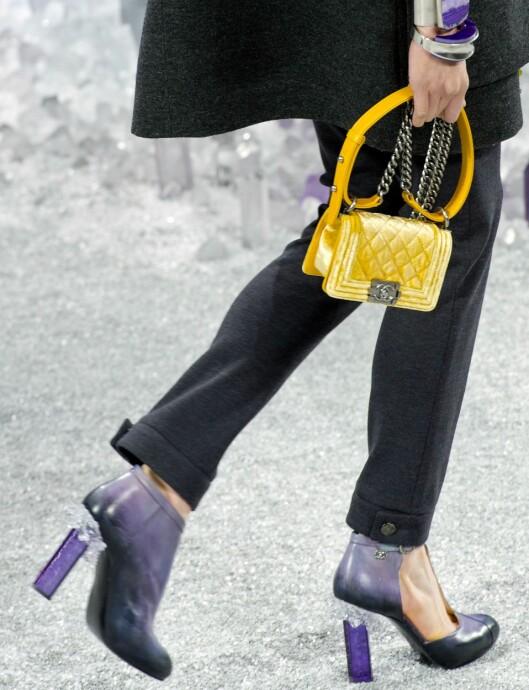 LITEN OG LETT: Det er trendy med små vesker nå, og trenger du egentlig ha med deg så mye? Foto: All Over Press