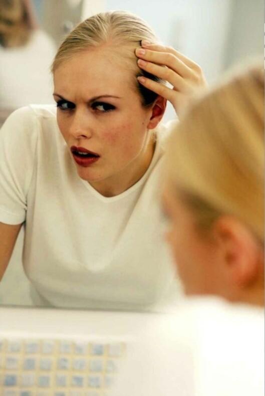 <strong>HÅRTAP:</strong> Stress kan føre til at du mister mer hår enn vanlig,og du merker det ikke nødvendigvis med en gang. Foto: Colourbox
