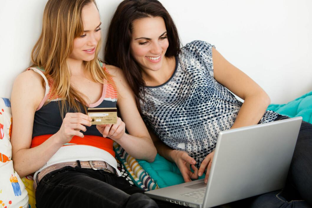 HUSK RETTIGHETENE DINE: Det kan være greit å være litt obs på rettighetene dine når du handler klær og produkter på nett også.  Foto: All Over Press