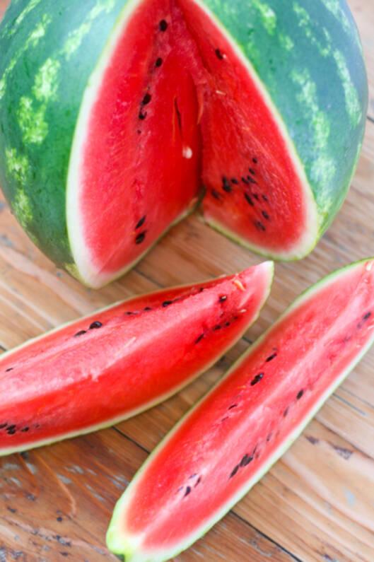 BØR HOLDES KALD: Vannmelon bør oppbevares i kjøleskap for å bevare sin friskhet, smak og saftighet. Foto: Getty Images/iStockphoto