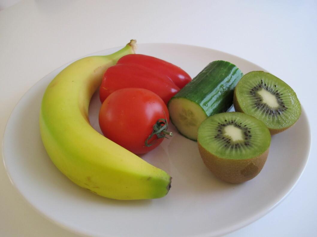 SÅ LITE SKAL TIL: Klarer du å få i deg dette i løpet av en dag, har du fått i deg det minimalet av frukt og grønt som anbefales. Foto: Stine Okkelmo