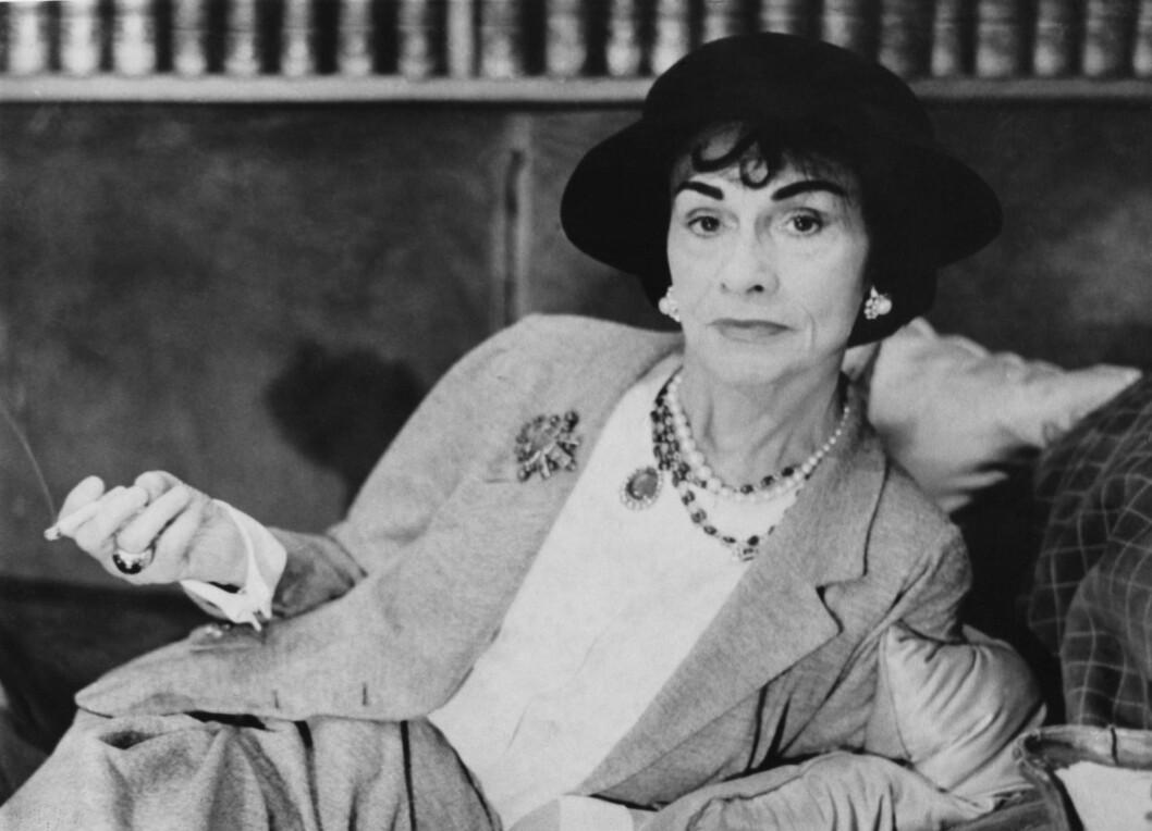 COCO CHANEL: Chanel No.5 ble laget av Ernest Beaux for Coco Chanel i 1921. På den tiden var det kraftige dufter med dyremusk som var tingen. Chanel no.5 gav kvinner en lett og frisk duft. Foto: All Over Press
