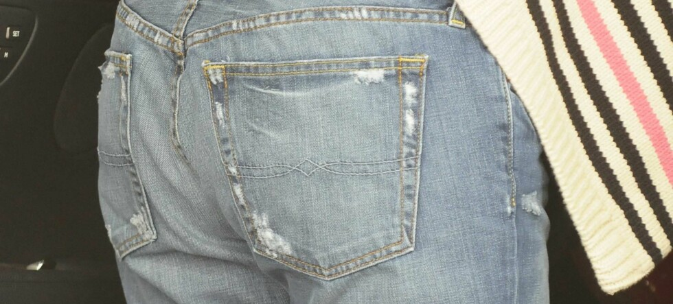 Lei jeans som sagger i rumpe og knær?