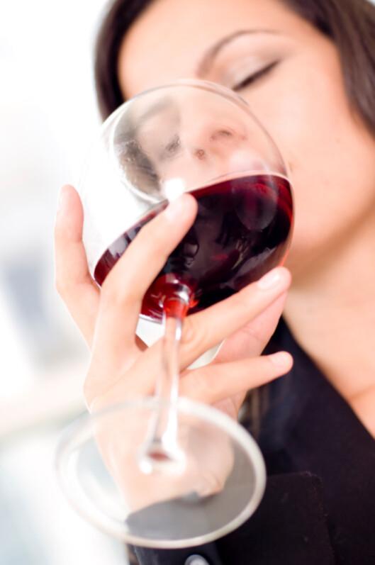 GODT FOR HJERTET: Ett glass vin har vist seg å kunne være bra for både hjerte og helse. Rødvin er blant favorittene til Shapes lesere.  Foto: Thinkstock.com