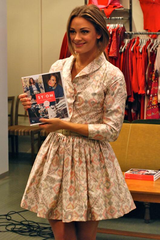 SELVSYDD: Også kjolen hun hadde på seg i kveld, er det Jenny Skavlan selv som har sydd – fra en blazer og et langt, vidt skjørt.  Foto: Aina Kristiansen