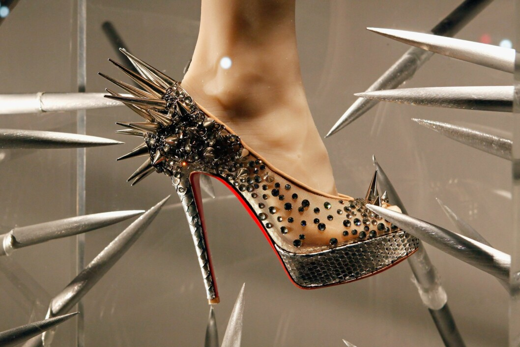 Alle skoene signert Louboutin har en lekker rød såle.  Foto: All Over Press