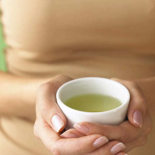 <strong>VELGJØRENDE TE:</strong> 2-3 kopper grønn te holder deg ung - og hjelper forbrenningen i gang. Foto: Getty Images/Brand X