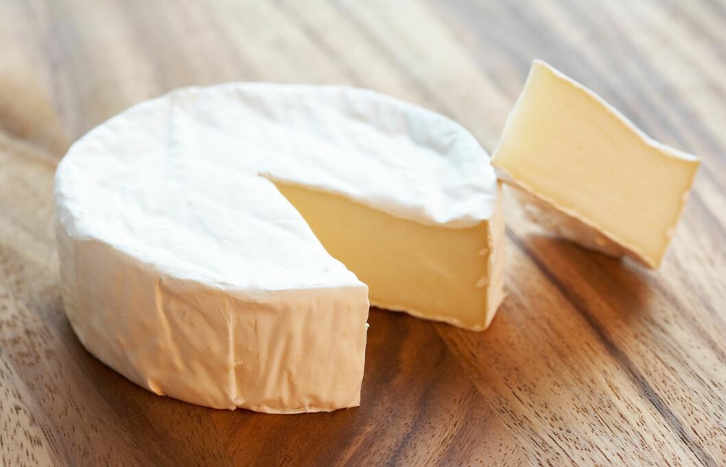 BRIE KAN SPESIELT GI HODEPINE: I likhet med druer kan enkelte typer Brie inneholde det aromatiske aminet kalt tyramin, som kan gi hodepine. Foto: Thinkstock.com