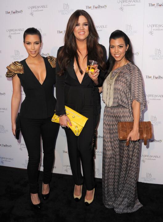 OGSÅ PÅ EBAY: Også Kims søstre Kourtney og Khloe selger noe av sitt garderobeskap på Ebay.  Foto: All Over Press