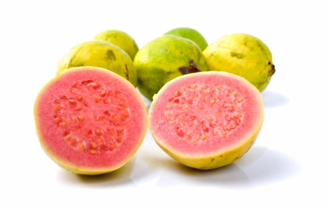 NÆRINGSRIKE: Særlig frøene i guavafrukten er ekstremt næringsrike. Guava inneholder også mer lykopen enn tomater, og mer c-vitamin enn appelsiner.  Foto: Thinkstock