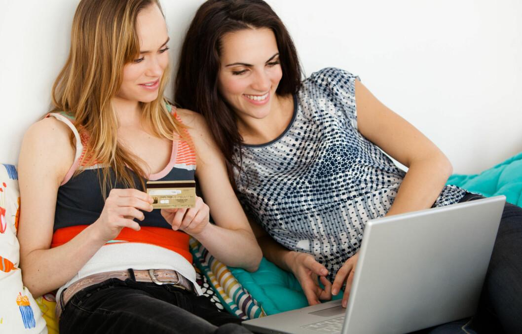 """<strong>NETTSHOPPING:</strong> Det å kunne klikke hjem skatter fra nettet fra sin egen stue er ren luksus. Her er de beste tipsene om hva du bør tenke på før du trykker """"bestill"""". Foto: All Over Press"""