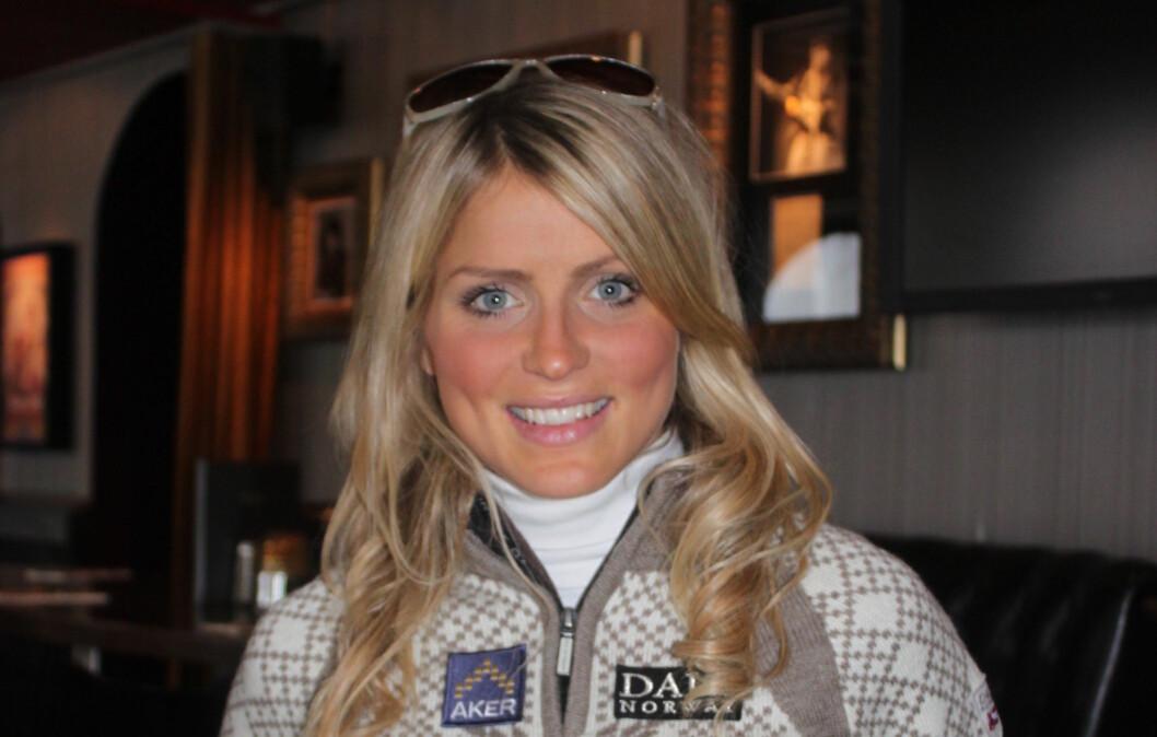MAT OG TRENING: Therese Johaug er en av Norges store medaljehåp under ski-VM i Val di Fiemme i Italia til vinteren. Tirsdag var hun en av modellene som viste frem den nye ski-VM genseren fra Dale.  Foto: Adéle Cappelen Blystad