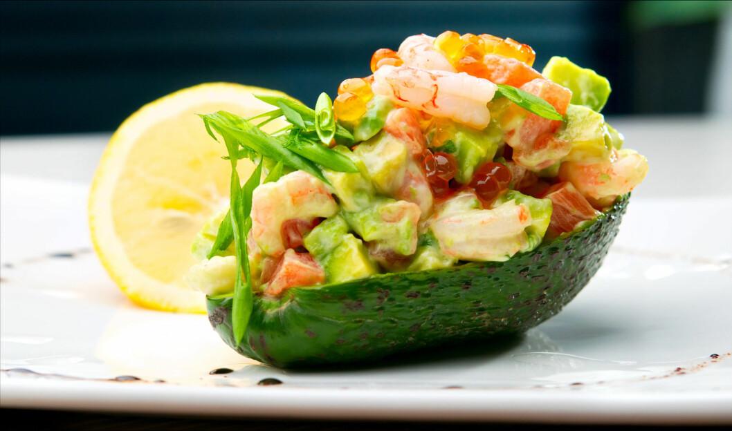 PRØV SOM FORRETT: Avokado smaker ikke bare godt, men er et ypperlig alternativ til forrett både i helgene og i hverdagen. Foto: Colourbox.com