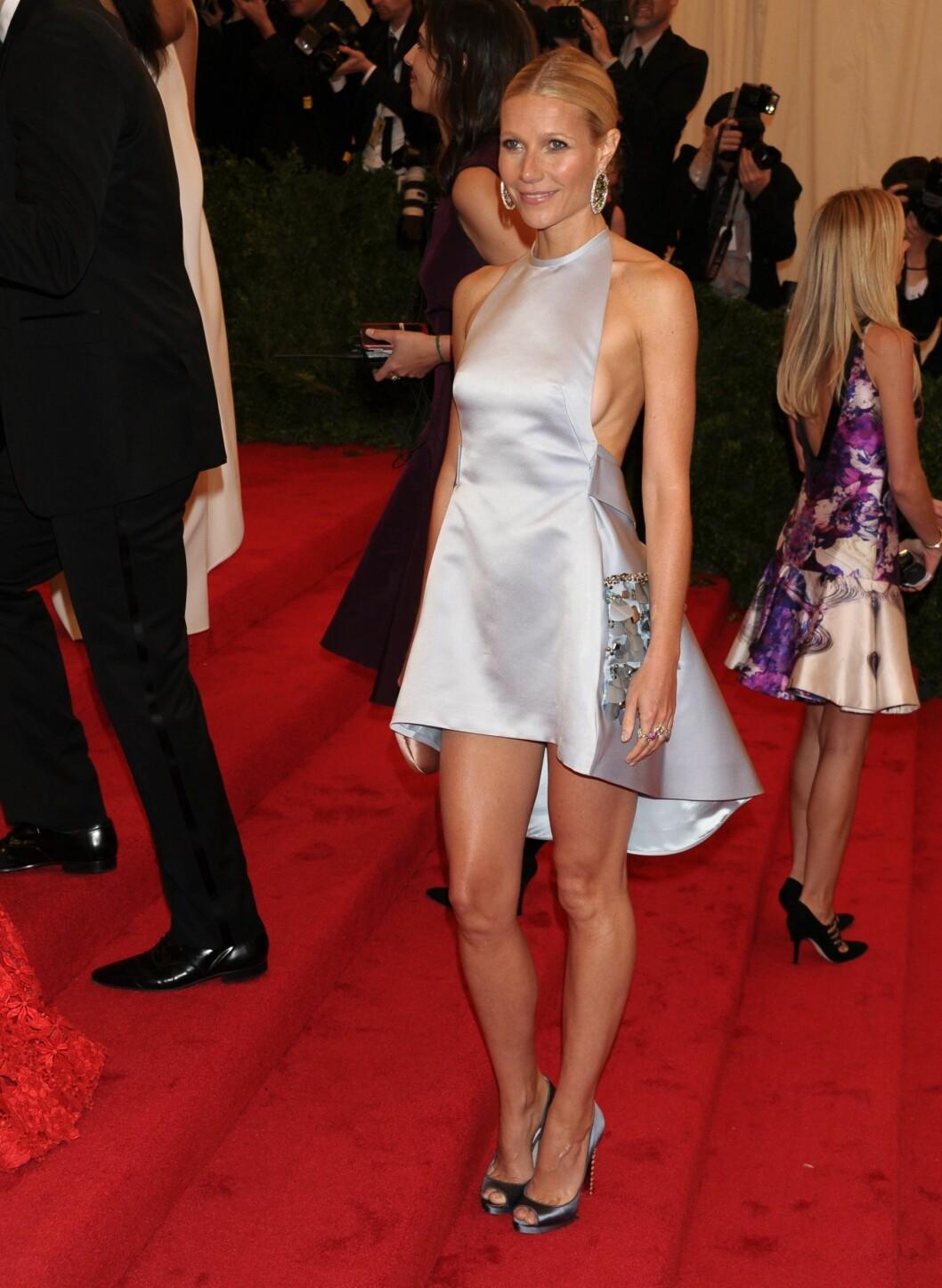 "<strong>Gwyneth kom i Prada på ""Schiaparelli And Prada:</strong> Impossible Conversations"" Costume Institute Gala. Foto: All Over Press"