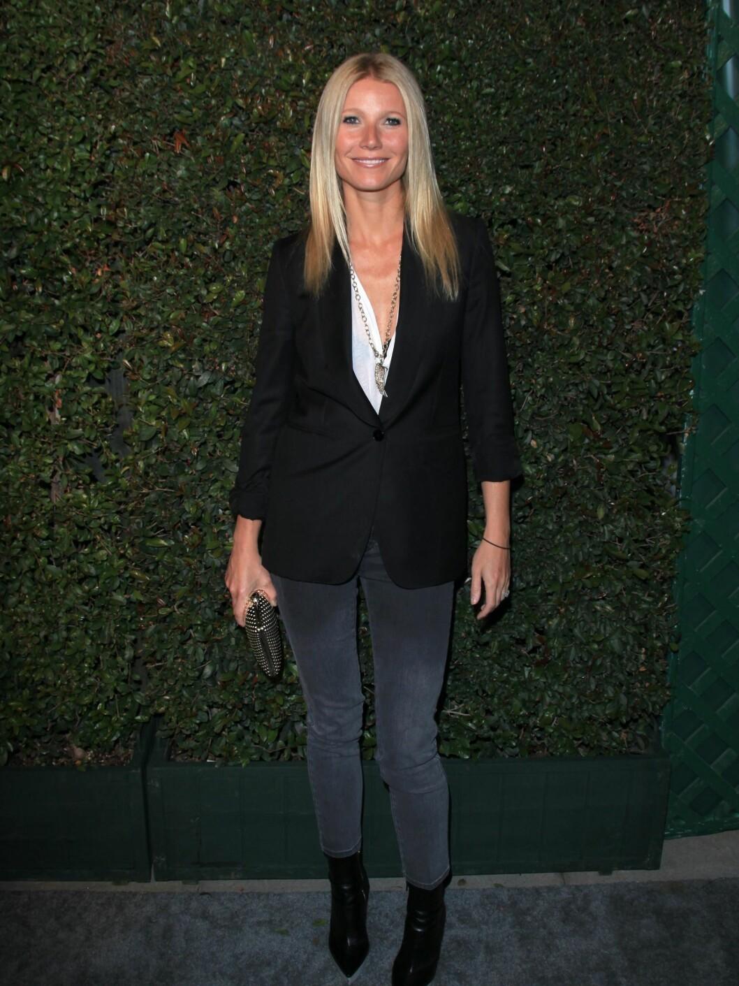 Blazer, smale jeans og kule ankelboots. Se og lær av Gwyneth! Foto: All Over Press