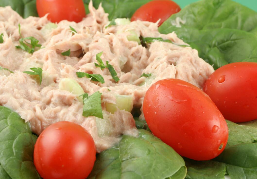 TUNFISKSALAT Denne salaten er dynket i majones. Og majones er ikke akkurat fritt for kalorier.  Foto: PantherMedia / Graça  Victori
