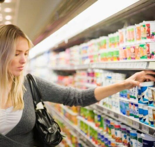 SE ETTER DETTE: Aspartam kalles E951 på matvarenes innholdsfortegnelse. Foto: Pixland / Image Source