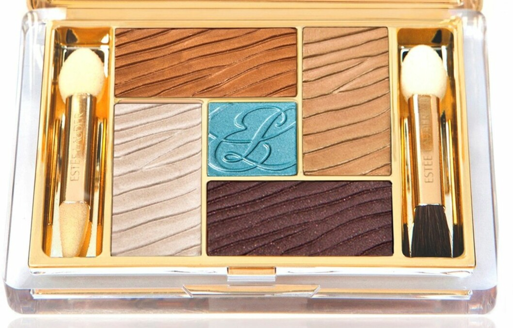 SOMMERFARGER: Turkis og gylne toner i ulike nyanser er nydelig mot sommerbrun hud. Lær deg hvordan du bruker alle fargene, som i dette sommerskrinet fra Estée Lauders Capri (kr 510). Foto: Produsenten