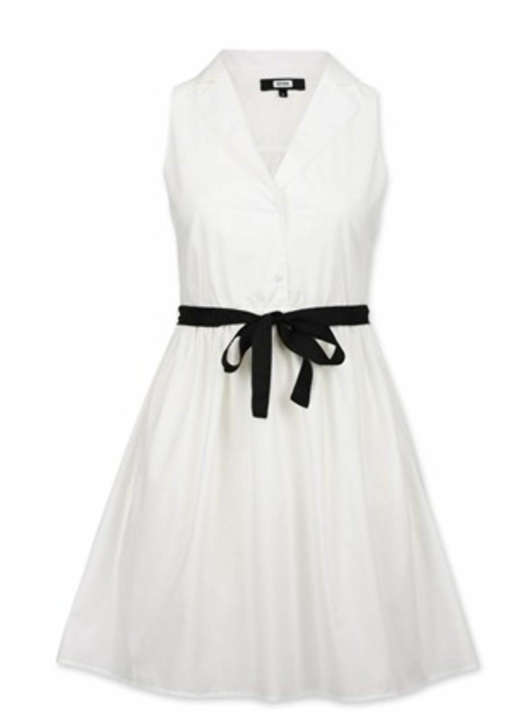 Søt kjole med svart sløyfebånd i livet (kr.399/BikBok). Foto: Produsenten