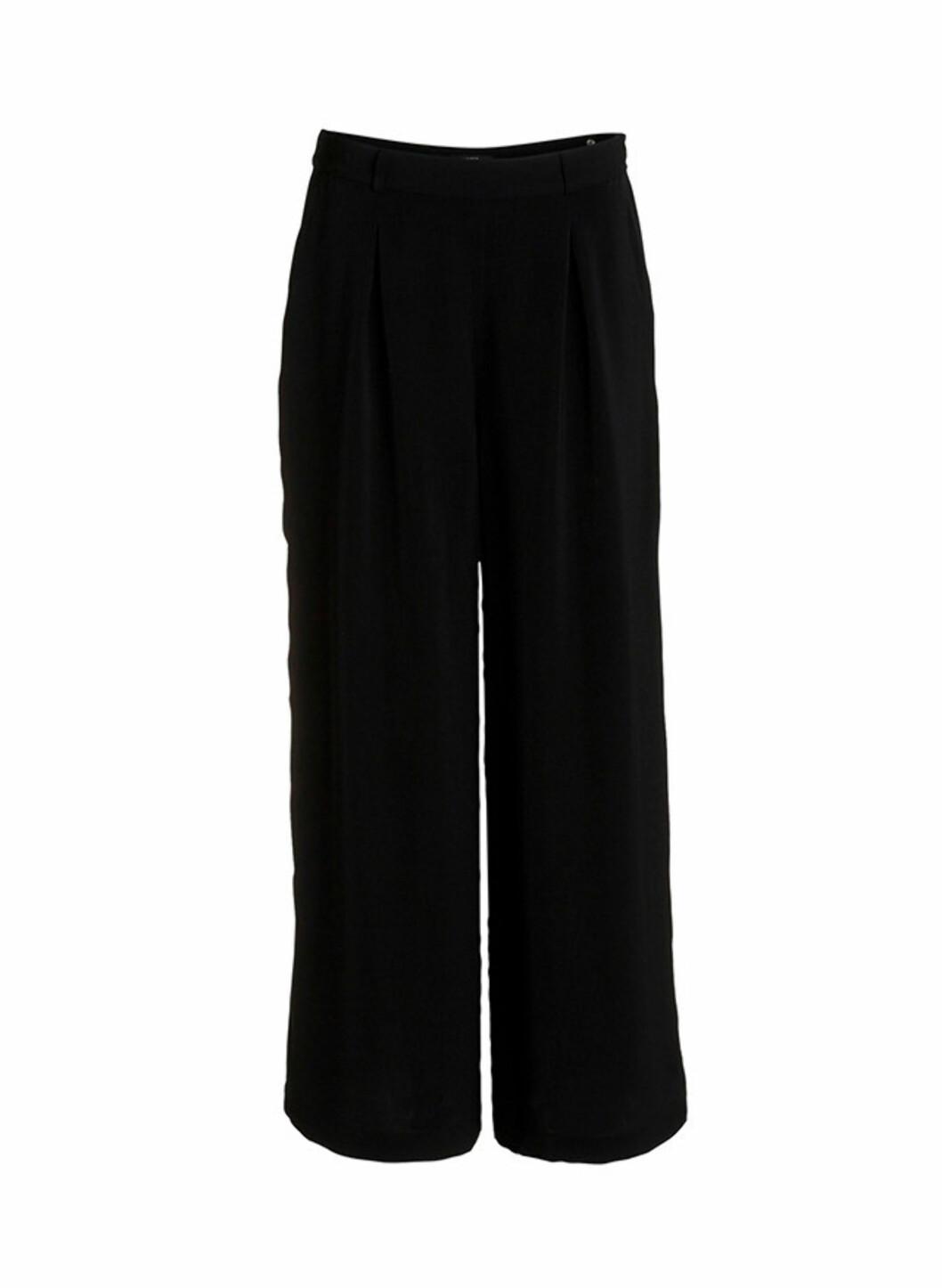 Svarte bukser med vide, rette bein (kr.299/Lindex). Foto: Produsenten