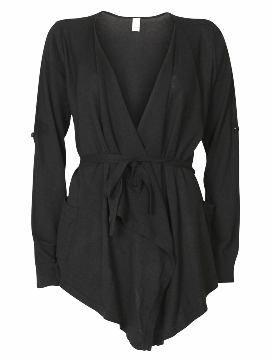 Omslagsjakke (kr.300/Vila.bestsellershop.com). Foto: Produsenten