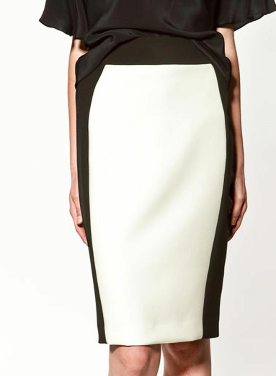 Blyantskjørt med slankende svarte sider (kr.299/Zara). Foto: Produsenten