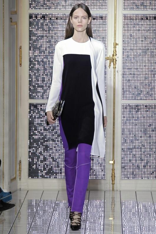 PLUSS EN FARGE: Ikke lei av farger? Gjør som Balenciaga og legg til en knallfarge. Foto: All Over Press
