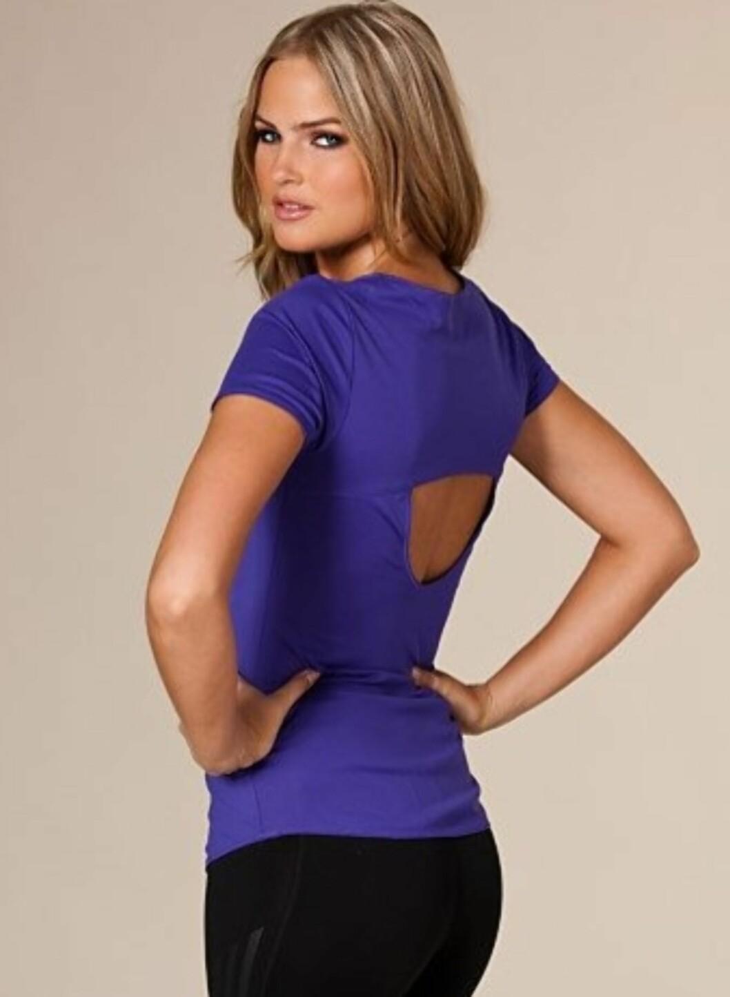 Lekker tettsittende trenings-tskjorte fra Reebok med åpning i ryggen. 499 kroner fra Nelly.com.  Foto: Produsenten