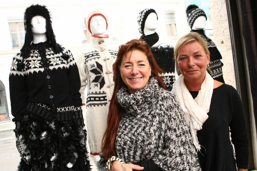<strong>NORSK ARV:</strong> Designer Tine Solheim og prosjektleder Kjersti Hamre fra Heimen foran strikkeplagg designet av Solheim. Foto: Per Ervland