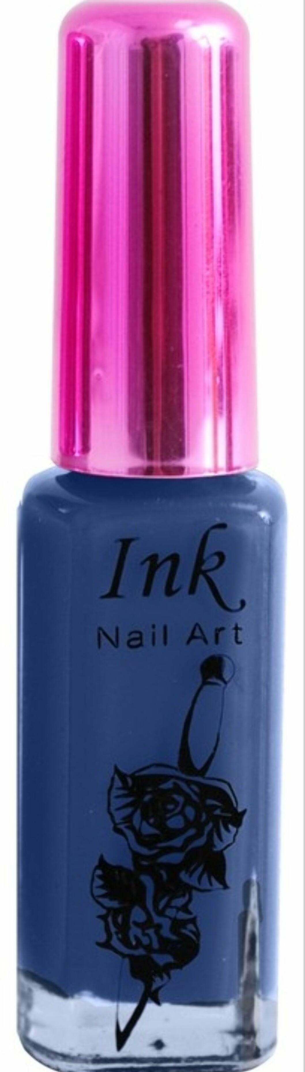 Matt, blå lakk fra Ink (kr.89/Blush.no). Foto: Produsenten